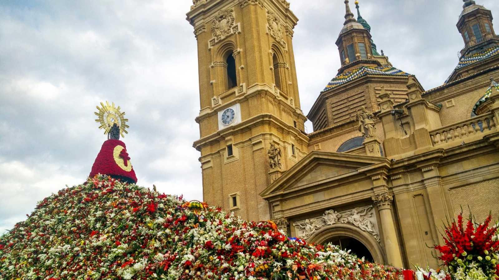 Por tres razones - Zaragoza, vacía, en el puente del Pilar - Escuchar ahora