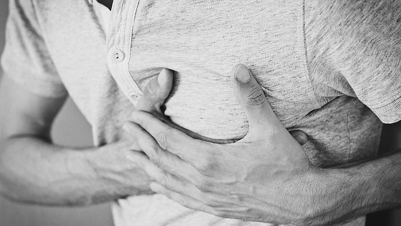 Con bata blanca - El miedo al contagio de COVID duplica la mortalidad por infarto - 16/10/20 - escuchar ahora