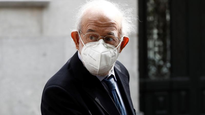 Boletines RNE - Fernando Valdés renuncia al cargo de magistrado en el Tribunal Constitucional - Escuchar ahora