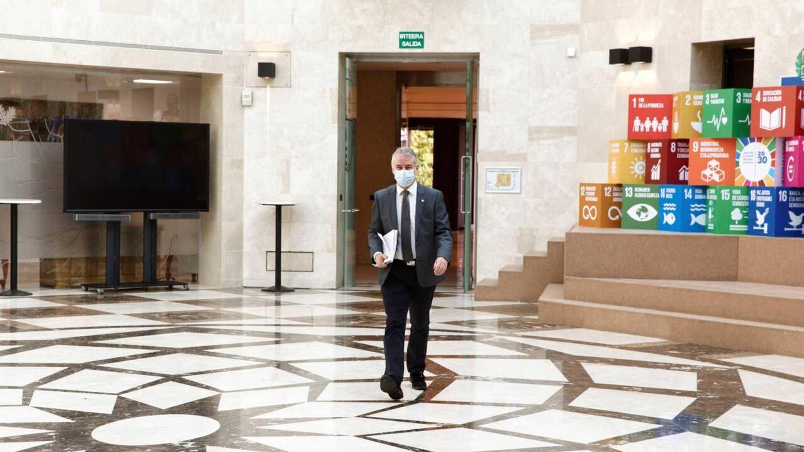 Informativos fin de semana - 20 horas - Restricciones en Euskadi: grupos de sólo 6 personas, aforos al 50% y cierre a las 12 de la noche de la hostelería - Escuchar ahora