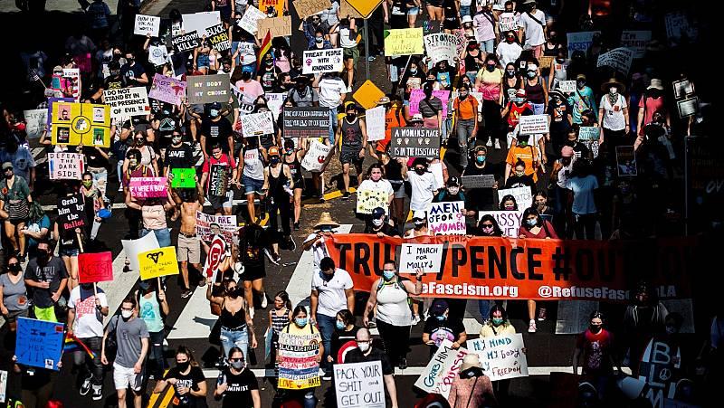 España a las 8 Fin de Semana - Miles de mujeres protestan contra la nominación por parte de Trump de la jueza ultraconservadora Amy Coney Barrett - Escuchar ahora