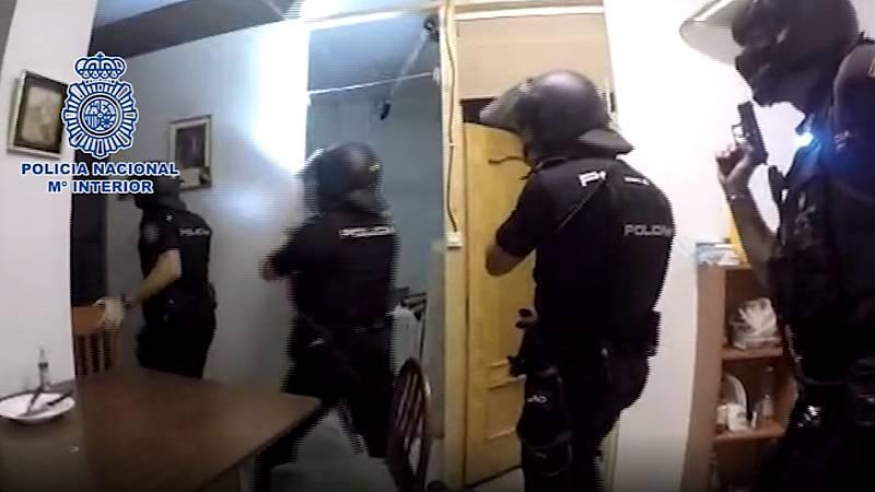 Boletines RNE - 29 detenidos en una operación contra la explotación laboral de inmigrantes - Escuchar ahora