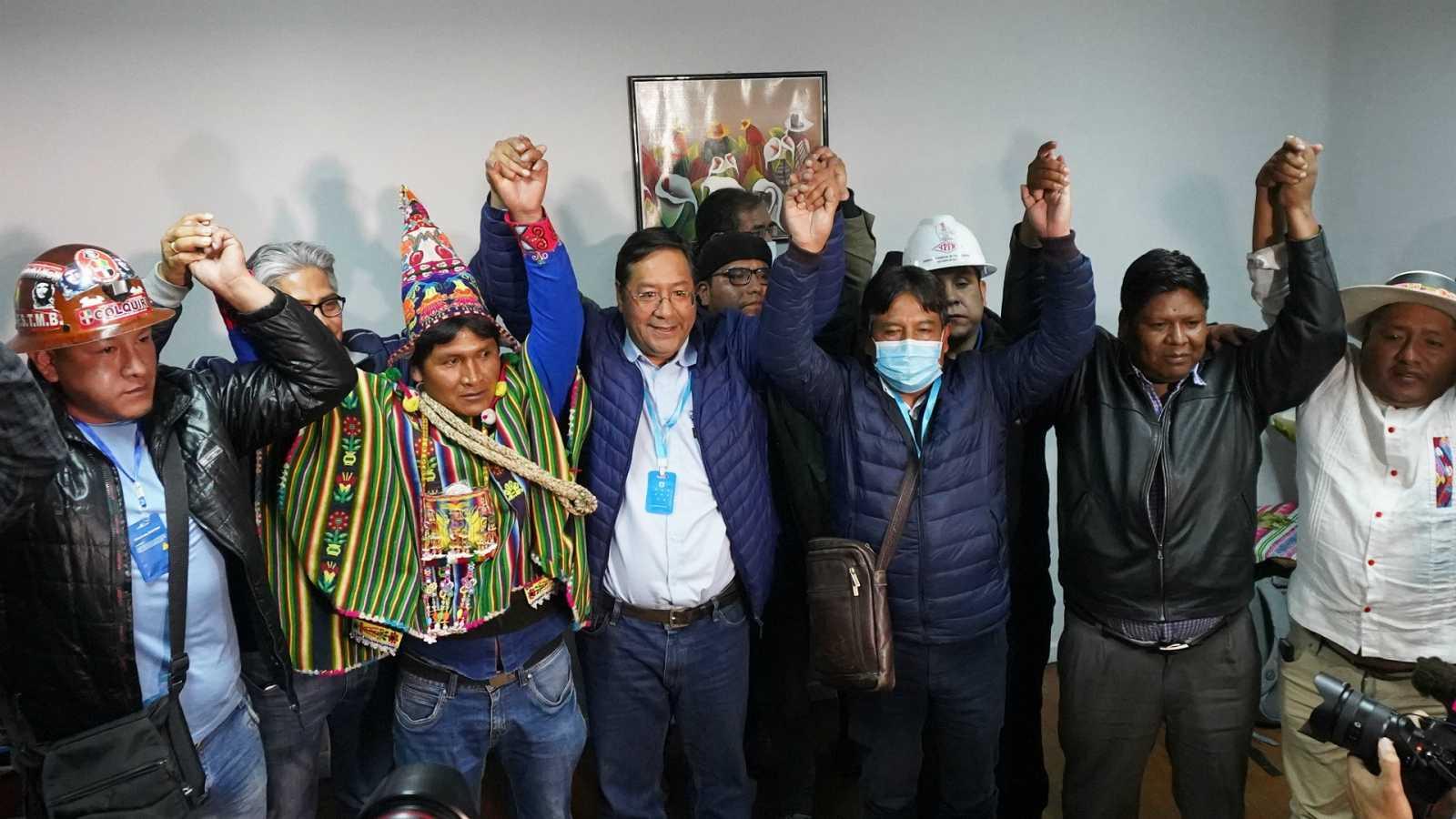 Boletines RNE - El candidato de Evo Morales da como seguro su triunfo en las elecciones de Bolivia - Escuchar ahora