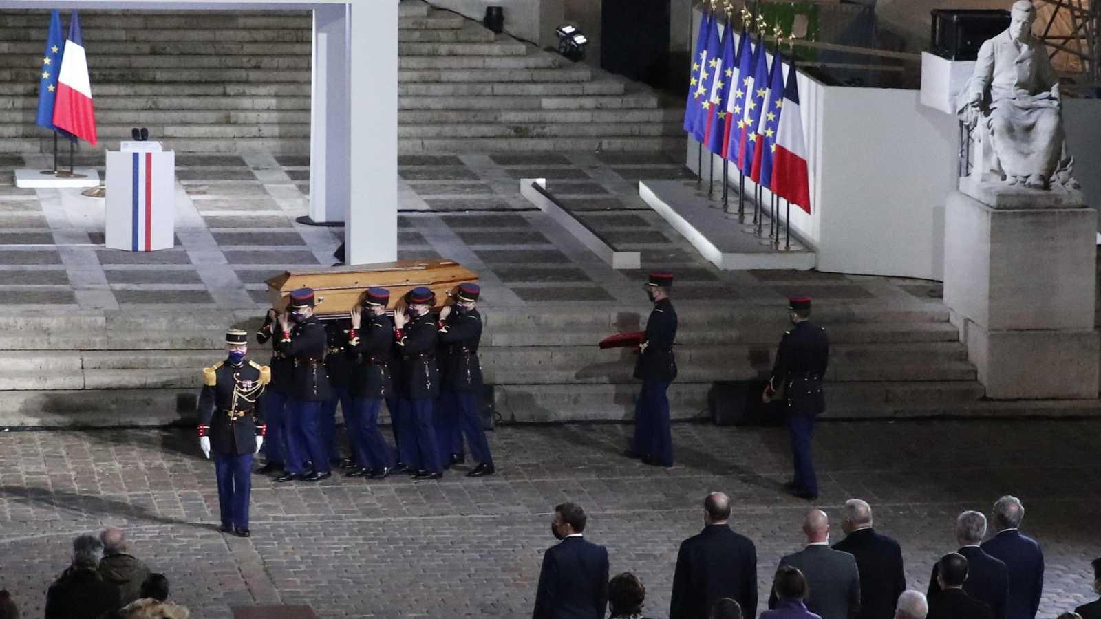 24 horas - Francia homenajea al profesor asesinado por enseñar caricaturas de Mahoma - Escuchar ahora