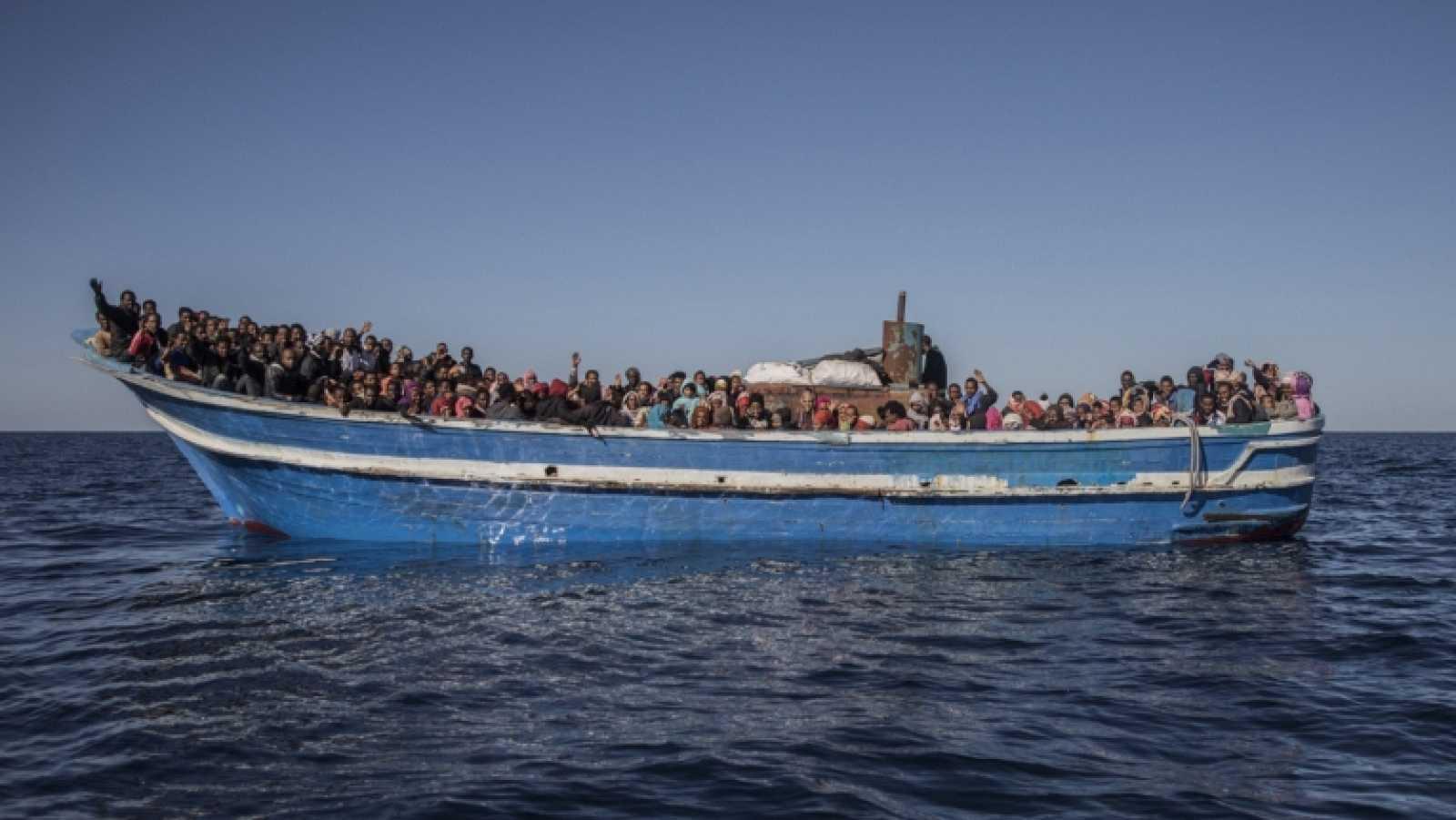 África hoy - 'Cartas mojadas', el documental que muestra el viaje del Open Arms hasta Libia - escuchar ahora