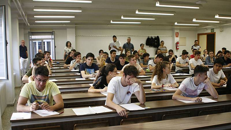 Boletines RNE - Los estudiantes españoles sacan buena nota en su mirada al mundo, según el Informe Pisa - Escuchar ahora