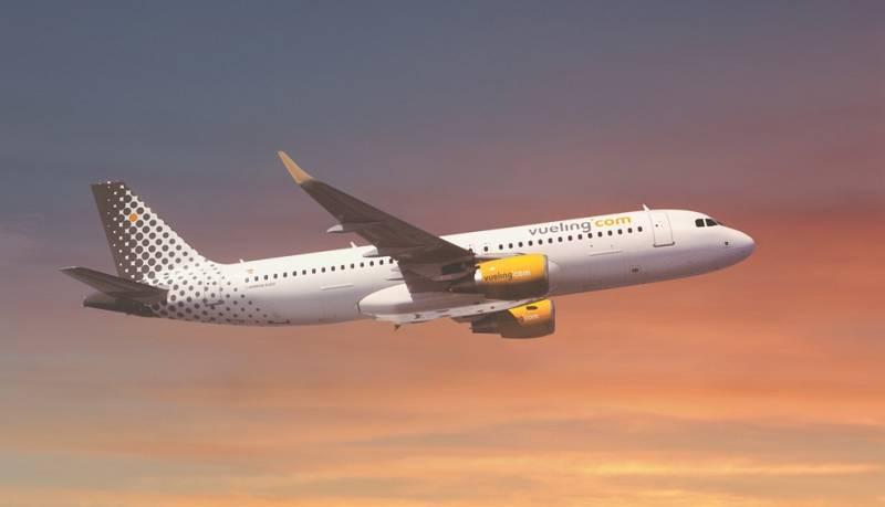 Acord entre Vueling i els pilots per salvar llocs de feina