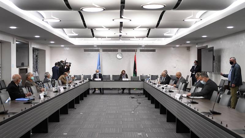 14 horas - Paz para Libia: los dos bandos de la guerra civil firman un alto el fuego en Ginebra - Escuchar ahora