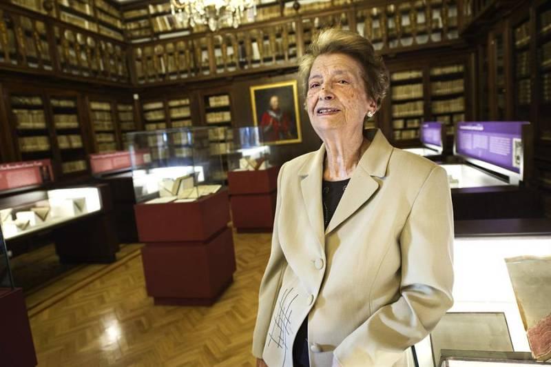 El ojo critico - Julita, 90 años con las bibliotecas - Escuchar ahora