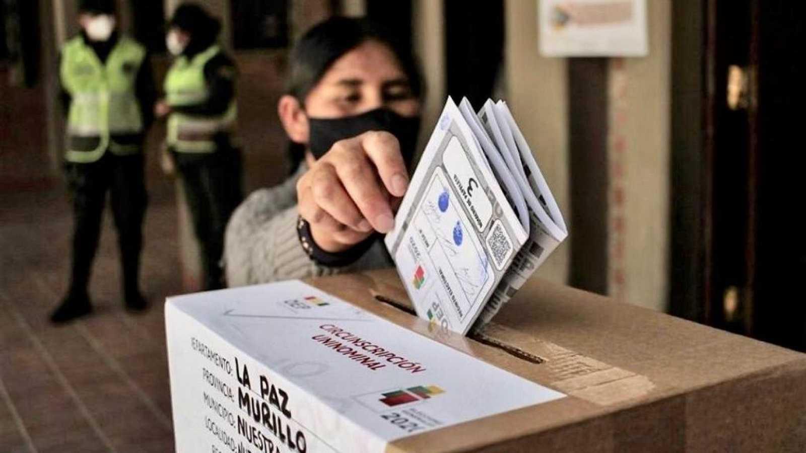 No es un día cualquiera - Bolivia y Chile - Eduardo Saldaña - 'El orden mundial' - 25/10/2020 - Escuchar ahora