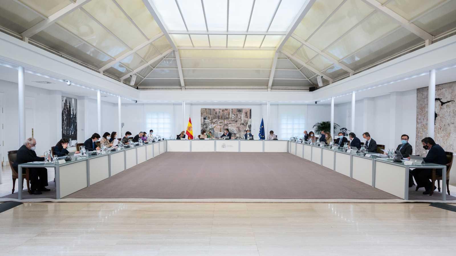 Boletines RNE - El Gobierno aboga por prolongar el estado de alarma más de 15 días - Escuchar ahora
