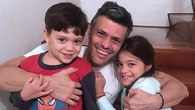 14 horas informativos Fin de semana - Leopoldo López ya está en España, según confirma la familia la RNE - Escuchar ahora