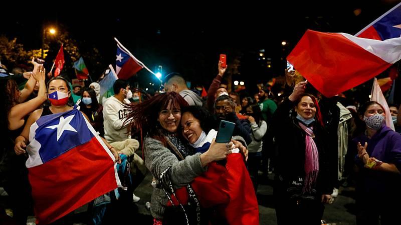 Las mañanas de RNE con Íñigo Alfonso - Chile aprueba por abrumadora mayoría acabar con la Constitución de Pinochet - Escuchar ahora