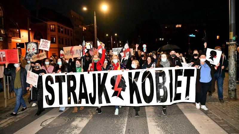 14 horas - Huelga general en Polonia contra la ilegalización del aborto - Escuchar ahora