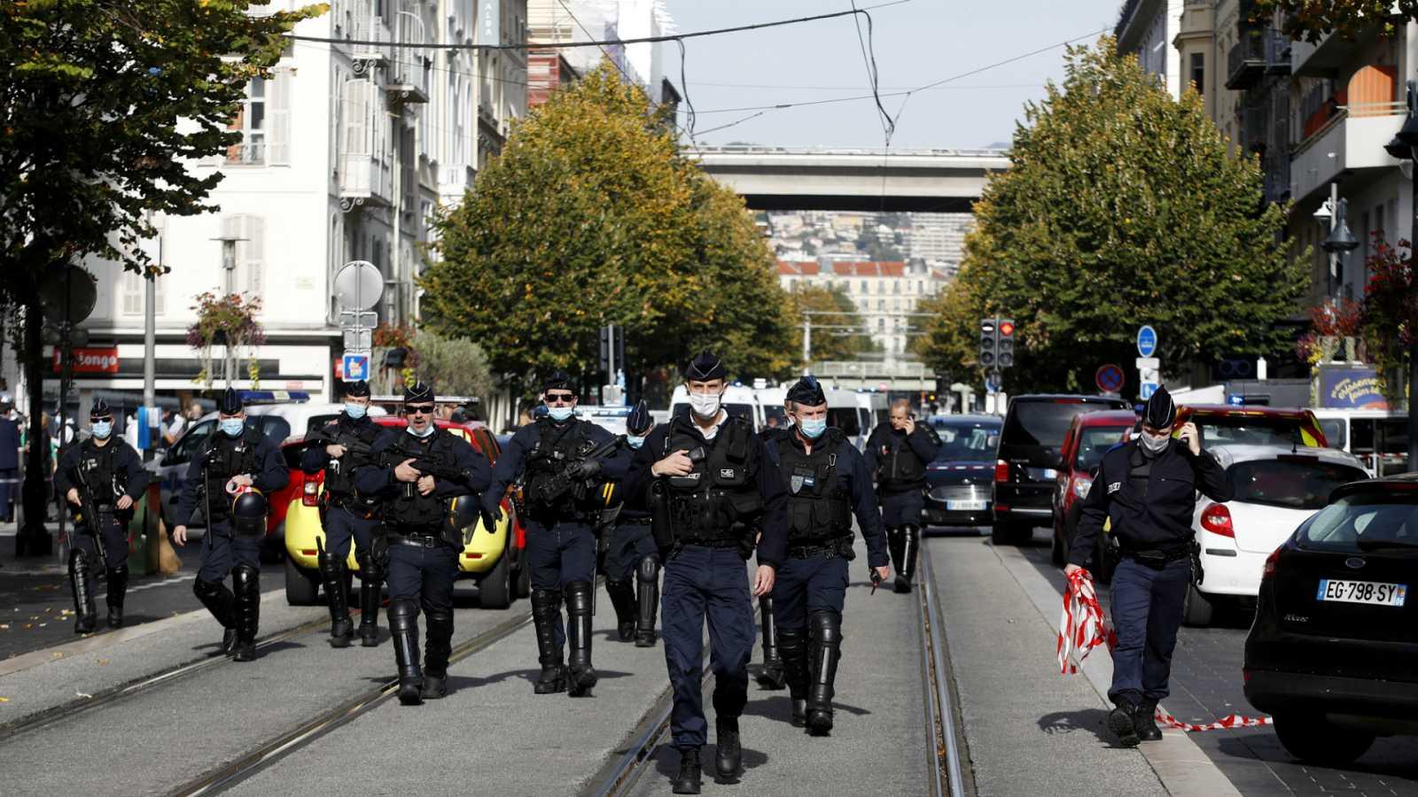 Boletines RNE - Un ataque terrorista en una iglesia de Niza deja tres muertos - Escuchar ahora