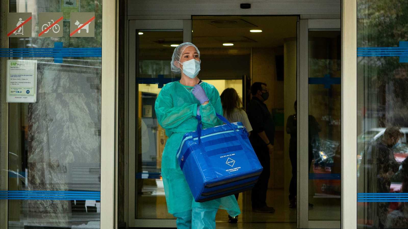"""Las mañanas de RNE con Íñigo Alfonso - Los médicos de UCI piden medidas más contundentes: """"Hay un incremento imparable de casos"""" - Escuchar ahora"""