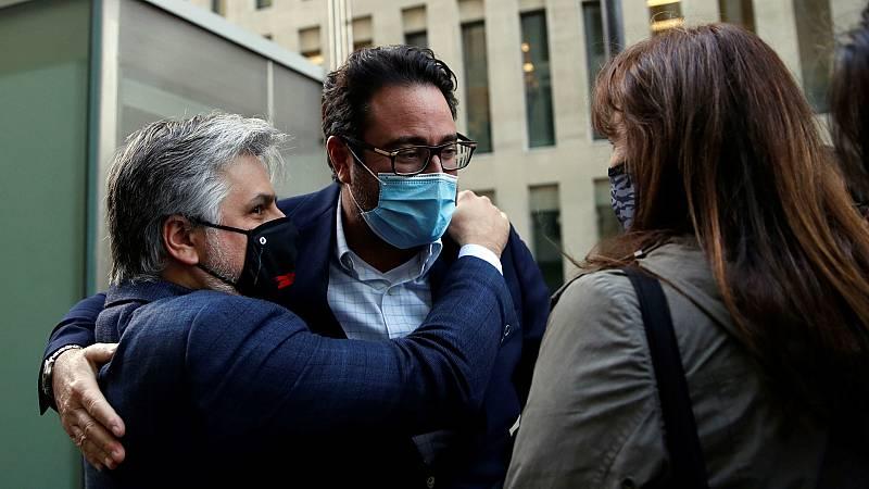 14 horas - El juez deja en libertad con cargos a los detenidos por el presunto desvío de fondos públicos para los gastos de Puigdemont - Escuchar ahora