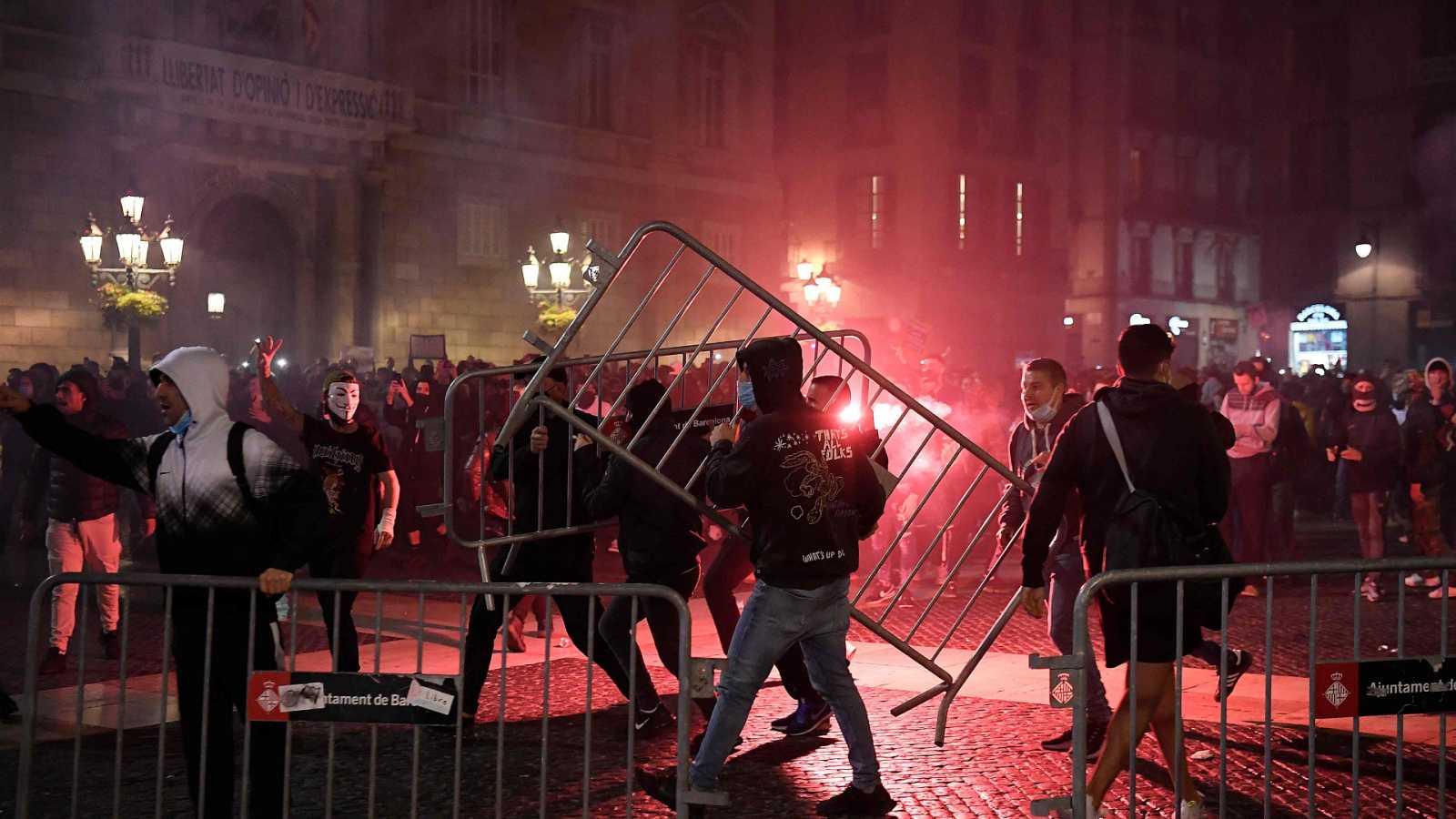 24 horas - Incidentes en Barcelona por las medidas anticovid - Escuchar ahora
