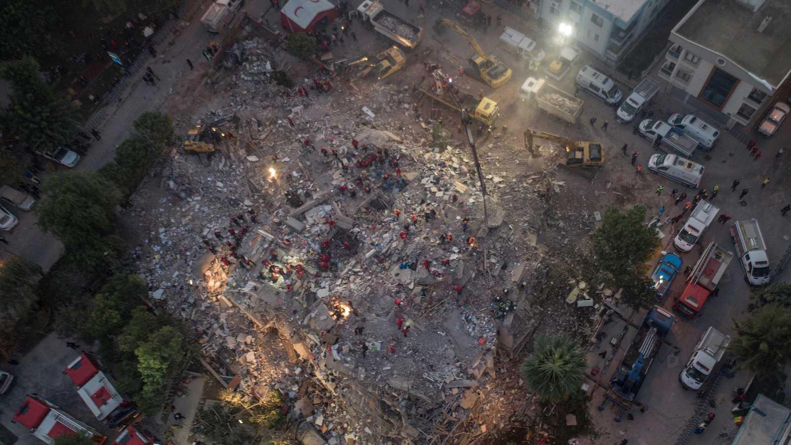 España a las 8 Fin de Semana - 26 muertos y 800 heridos tras un terremoto en Turquía y las islas griegas - Escuchar ahora