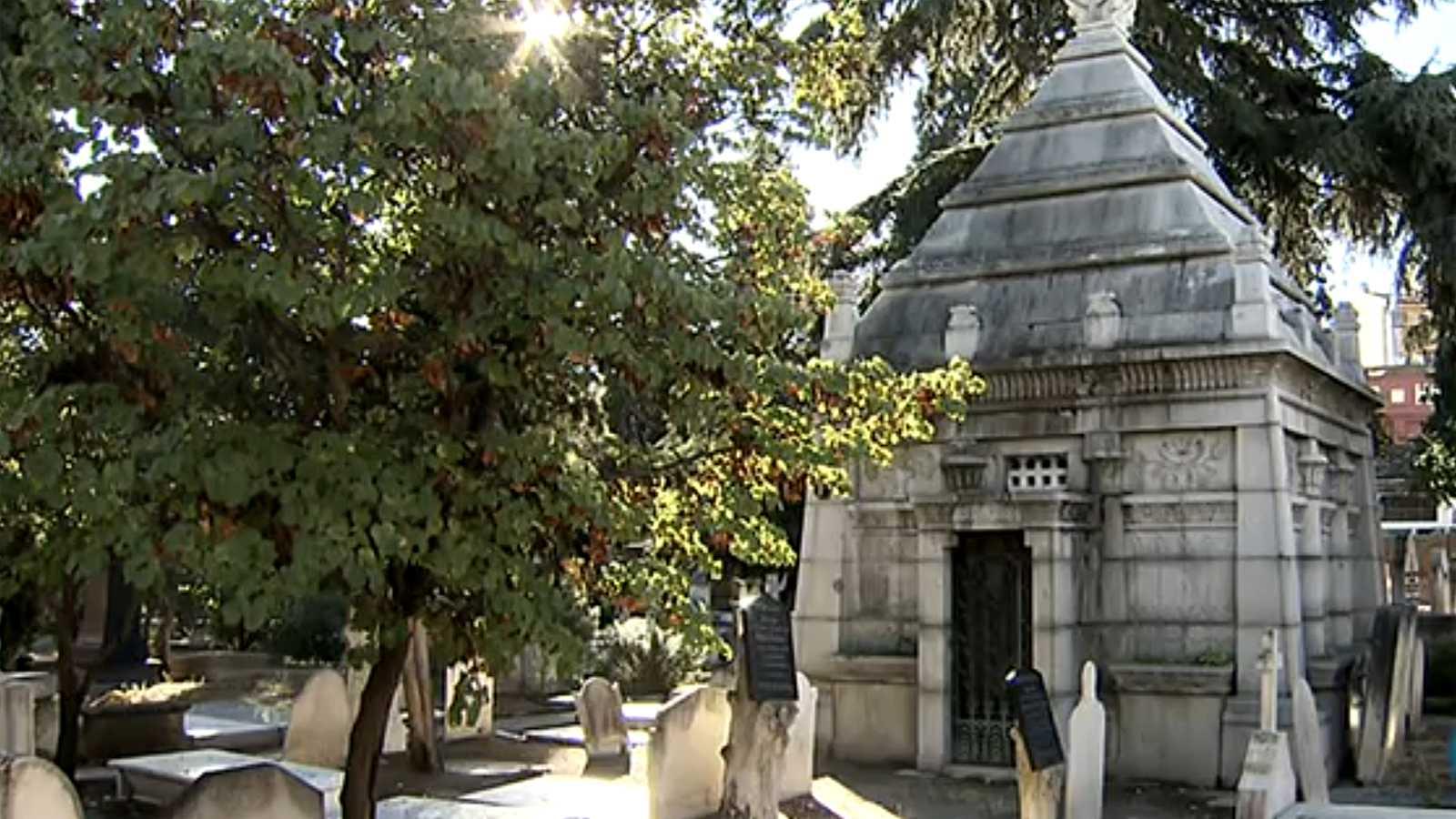 En clave Turismo - Cementerios, destinos turísticos en España - 02/11/20 - escuchar ahora