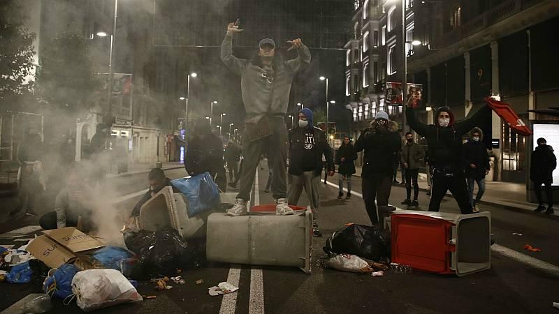 """14 horas - La Policía atribuye los disturbios a jóvenes radicales sin ideología común """"que buscan violencia gratuita"""" - Escuchar ahora"""