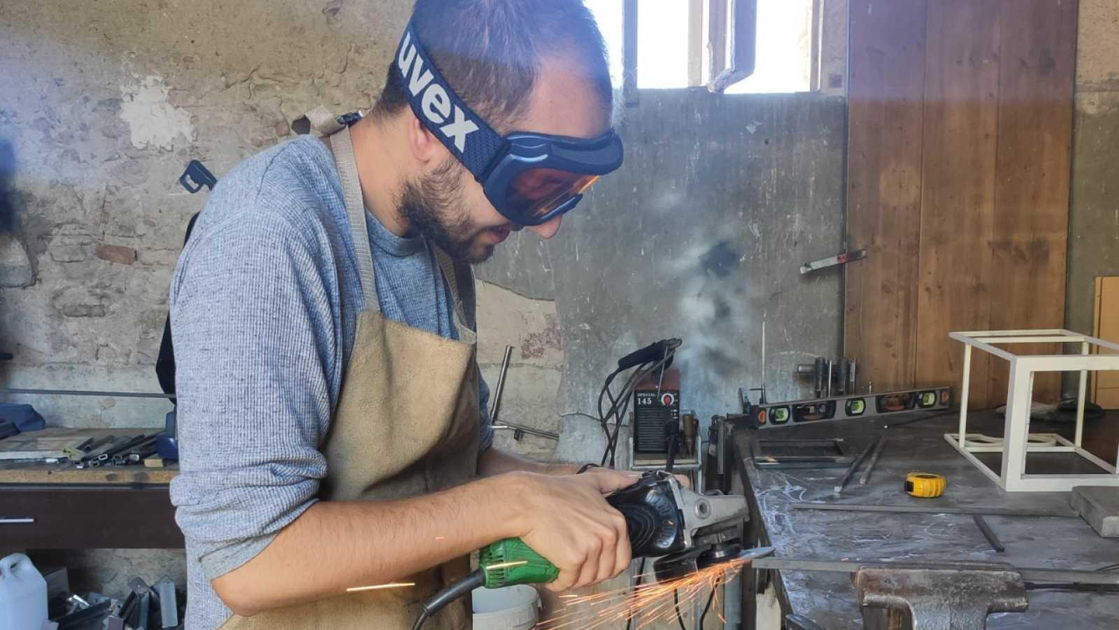 Recursos homínids - Un treballador del ferro dur i maleable