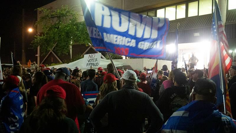 """14 horas - El trumpismo se lanza a la calle : """"Detengan el voto"""" - Escuchar ahora"""
