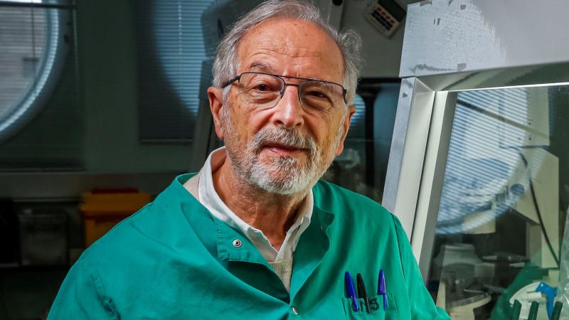 """24 horas - Luis Enjuanes (CSIC): """"Nuestra vacuna no estará lista hasta finales de 2021"""" - Escuchar ahora"""