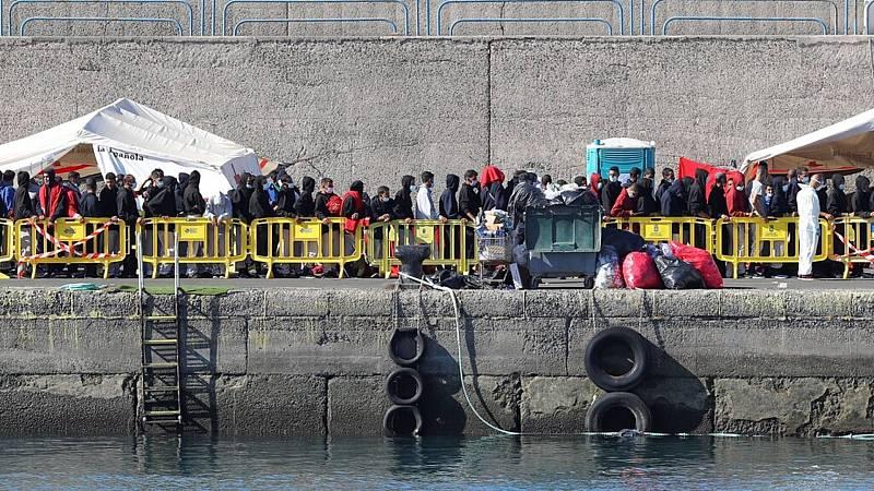 14 horas informativos Fin de semana - Protestas sociales por las condiciones infrahumanas que soportan los inmigrantes en Arguineguín, Canarias - Escuchar ahora