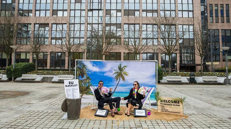 24 horas - Las empresas del Ibex 35 reducen su presencia en paraísos fiscales - Escuchar ahora