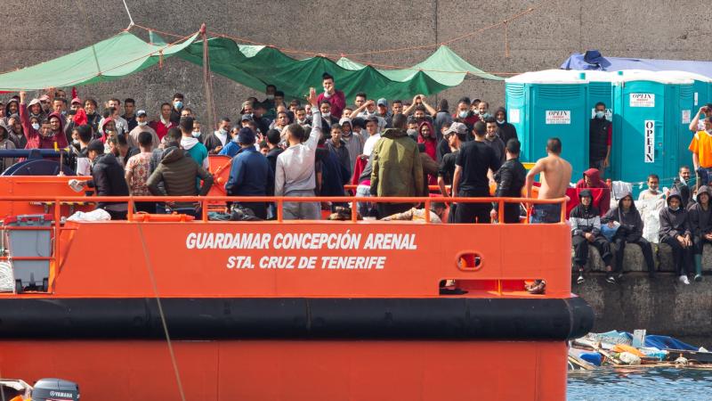 Boletines RNE - 74 personas fallecen en un naufragio frente a la costa de Libia - Escuchar ahora