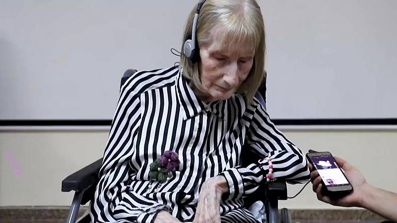 """Por tres razones - La bailarina que """"despertó"""" del Alzheimer gracias a la música - 18/11/20 - escuchar ahora"""