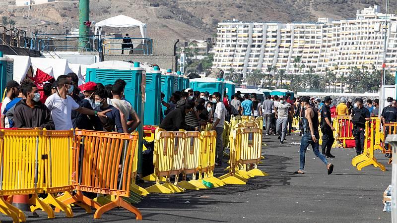 24 horas - Unas 300 personas son trasladadas del muelle de Arguineguín a instalaciones acondicionadas para la acogida - Escuchar