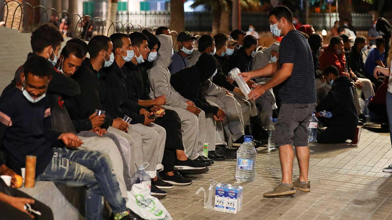 14 horas - Canarias pide ayuda para acoger a los cientos de migrantes que llegan en pateras - Escuchar ahora