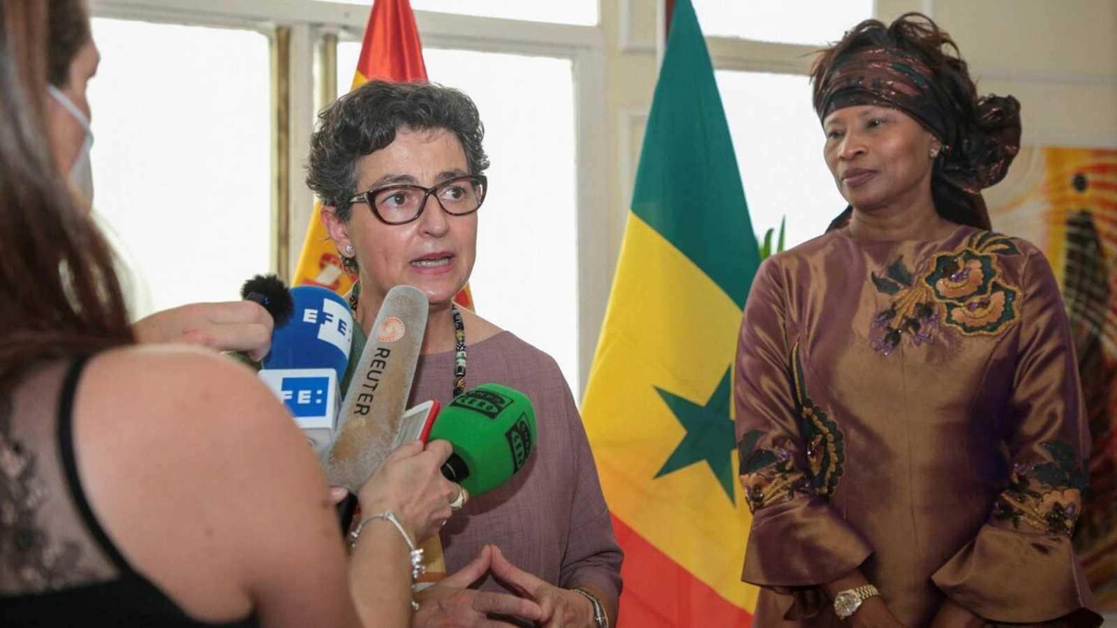 """Boletines RNE - González Laya, en Senegal: """"Quien utilice las vías ilegales tendrá que volver a su país"""" - Escuchar ahora"""