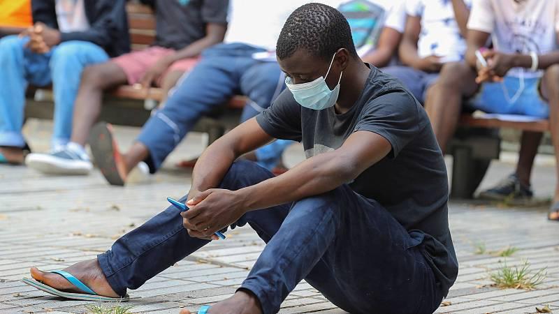 14 horas - La espera por una patera a cambio de 2.000 euros en el puerto de Dajla - Escuchar ahora