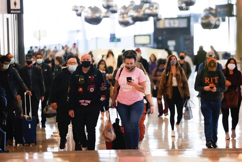 14 horas - El día de Acción de Gracias llena los aeropuertos estadounidenses a pesar de las recomendaciones - Escuchar ahora