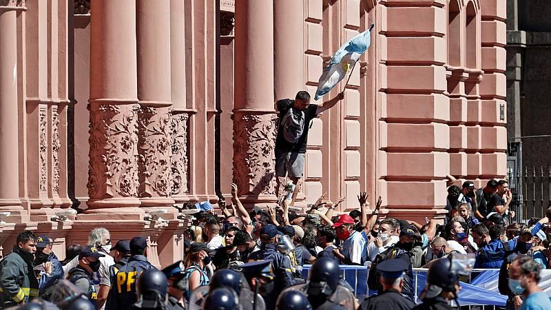 24 horas - Tensión a las puertas de la Casa Rosada ante el cierre de la capilla ardiente de Maradona - Escuchar ahora
