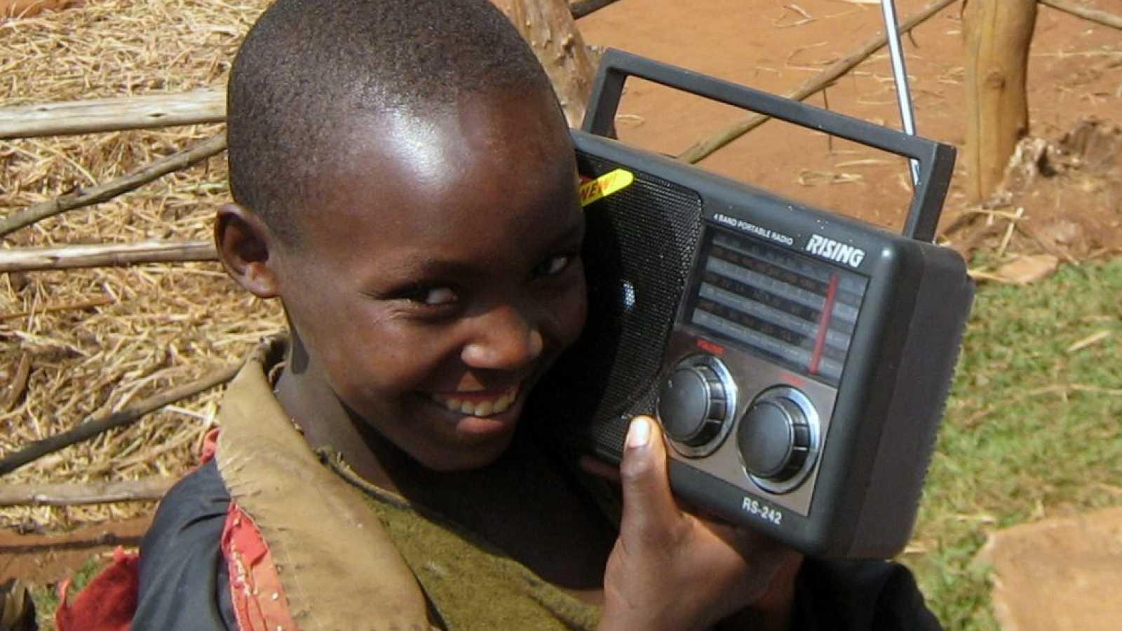 El gallo que no cesa - La radio planta cara al virus en África - Escuchar ahora
