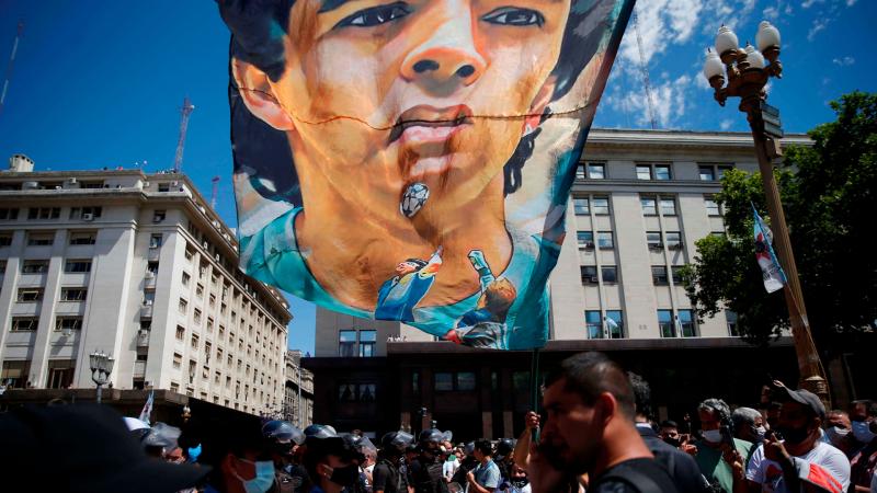 El Vestuario en Radio 5 - Los periodistas argentinos, impactados por la respuesta a la muerte de Maradona - Escuchar ahora