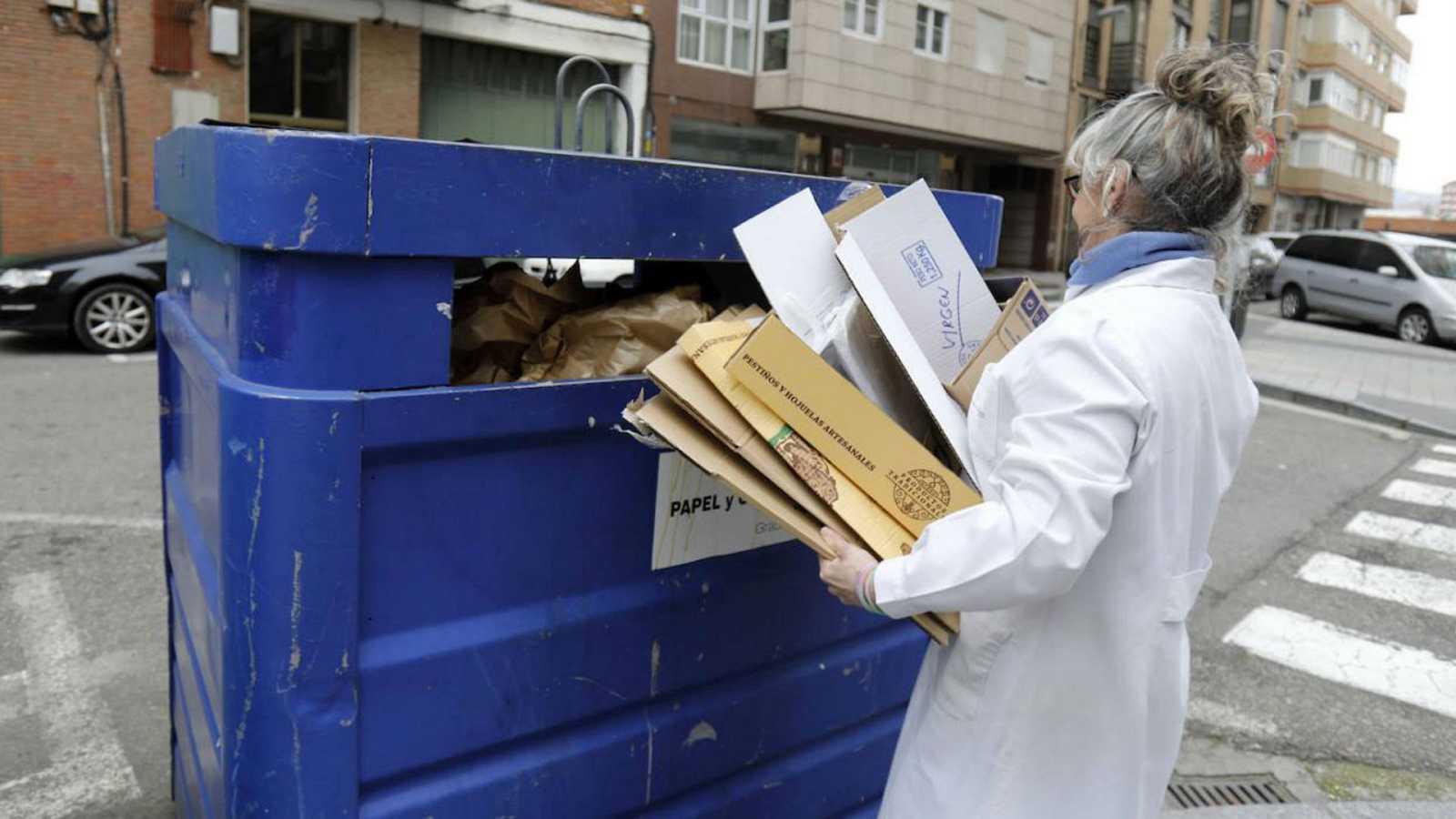 Las mañanas de RNE con Íñigo Alfonso - El reciclaje del contenedor azul, papel y cartón, en el punto de mira en estas fechas - Escuchar ahora
