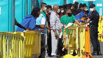 Boletines RNE - El Defensor del Pueblo pide el ¿cierre inmediato¿ del muelle de Arguineguín - Escuchar ahora