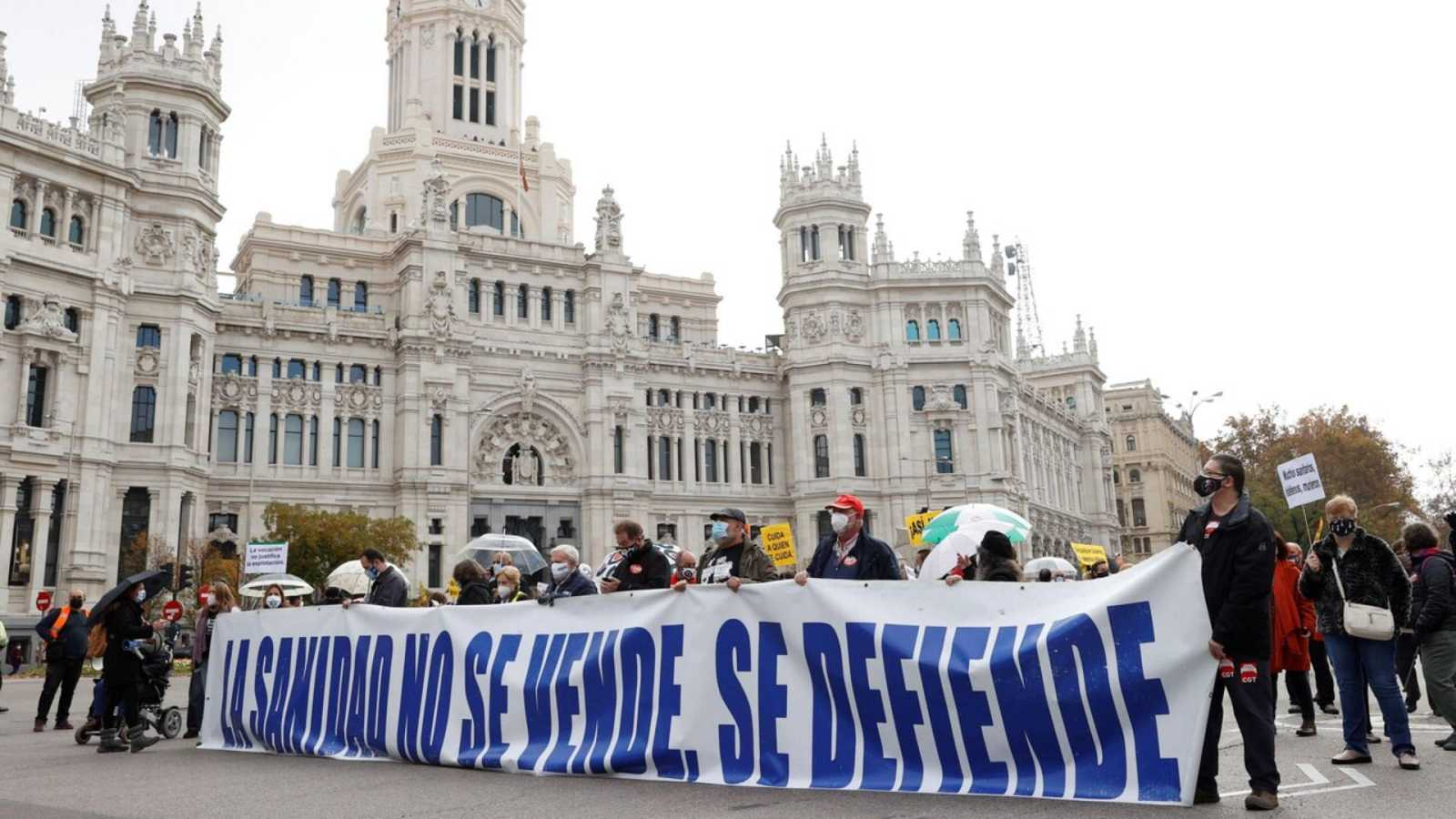 14 horas Fin de semana - La Marea Blanca reclama en Madrid presupuesto para reformar la atención primaria - Escuchar ahora