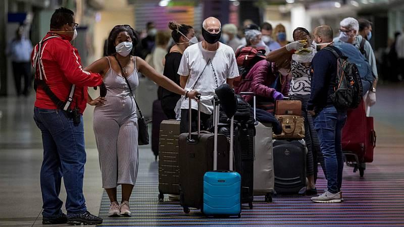 """14 horas - Miles de venezolanos atrapados en el extranjero regresan al país tras el fin del confinamiento """"radical"""" - Escuchar ahora"""