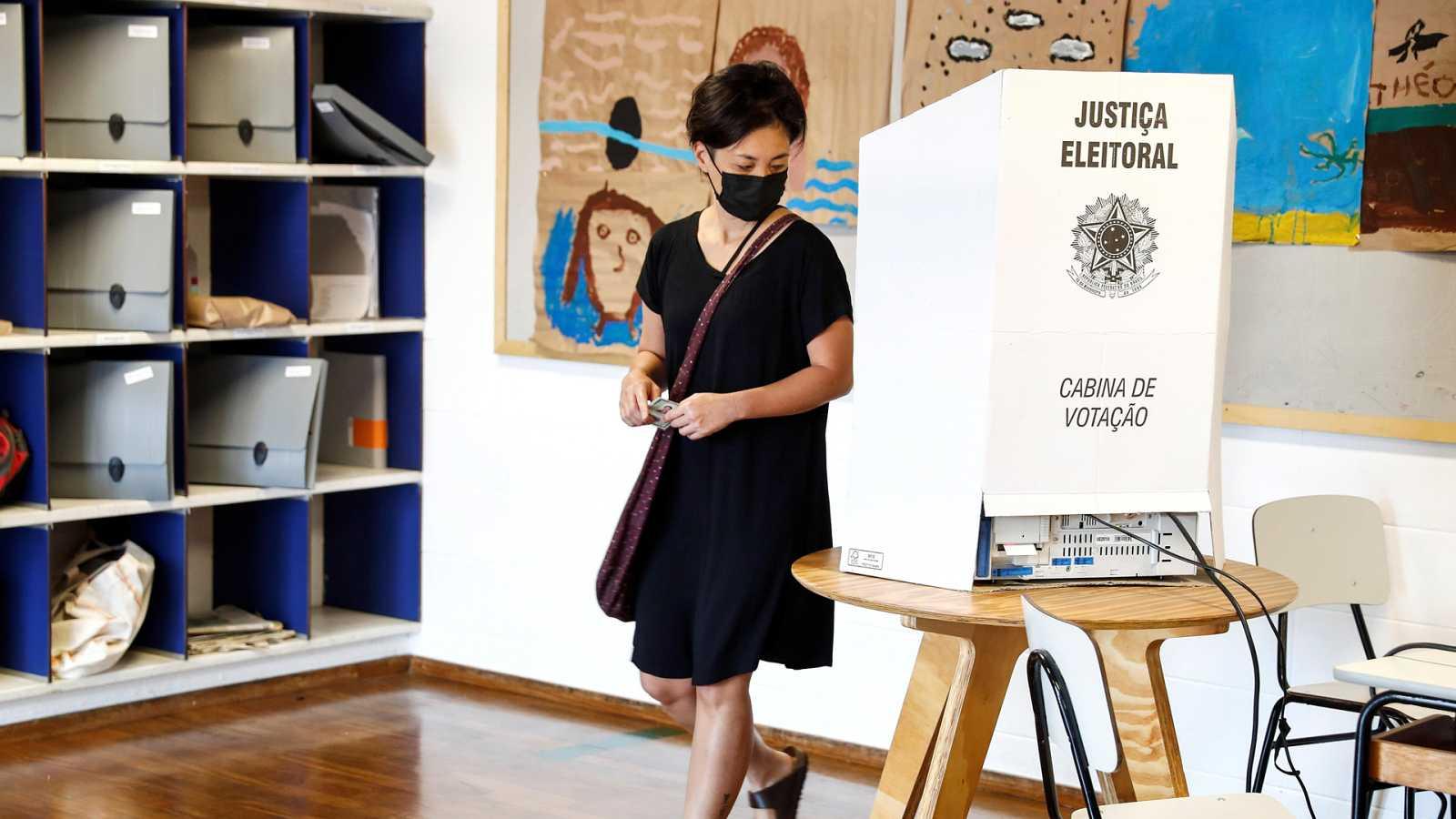 Hora América - Revés para Bolsonaro y caída del PT en la segunda vuelta de elecciones municipales en Brasil - 30/11/20 - Escuchar ahora