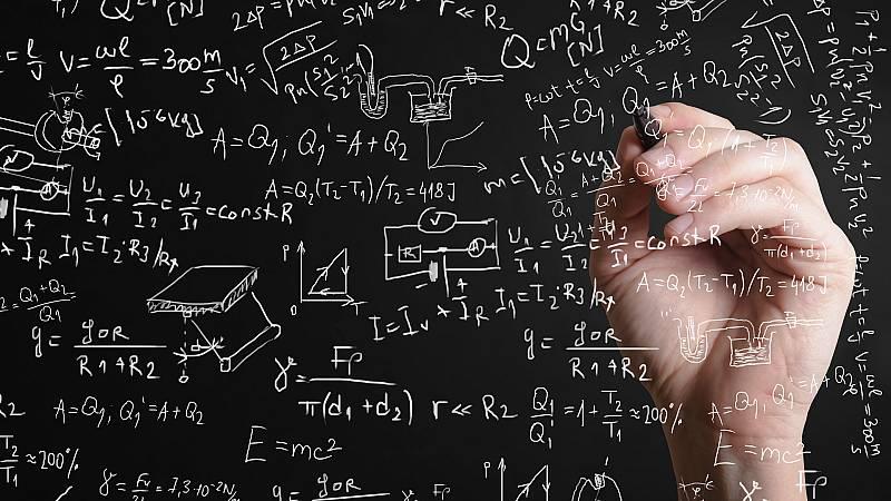 Más cerca - La primera mujer que escribió un libro de ciencia en español - Escuchar ahora
