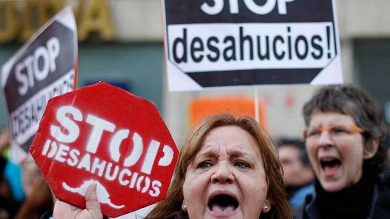 24 horas - El Gobierno acuerda paralizar los desahucios vulnerables hasta mayo de 2021 - Escuchar ahora