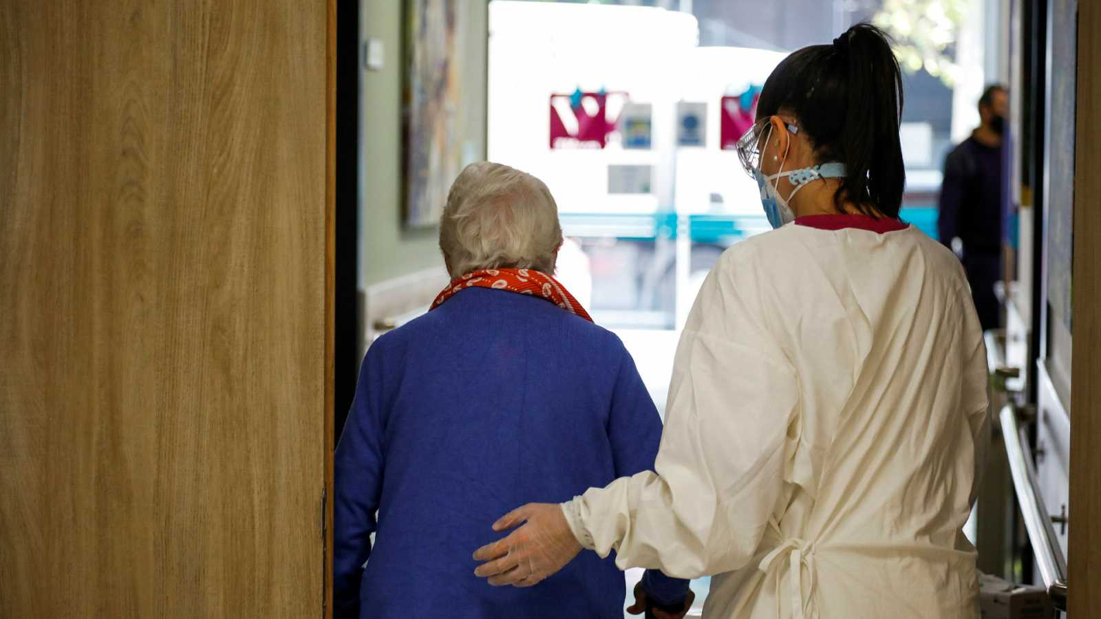 Las mañanas de RNE con Íñigo Alfonso - Amnistía Internacional denuncia que en las residencias de mayores se han vulnerado los derechos humanos - Escuchar ahora