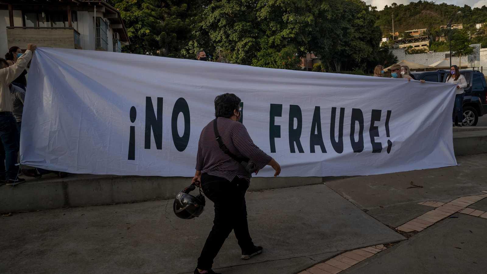 Hora América - El grueso de la oposición en Venezuela llama a no votar en las elecciones del domingo - 03/12/20 - escuchar ahora
