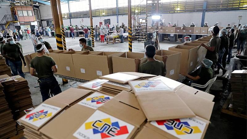 Elecciones parlamentarias en Venezuela sin participación de la oposición que prepara consulta popular el lunes - Escuchar ahora